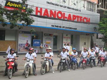 Hanoi-Aptech tổ chức Roadshow tưng bừng đón mùa tuyển sinh