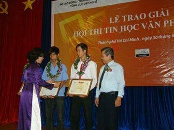 Read more about the article Sinh viên trường nghề đoạt giải nhất tin học của Microsft