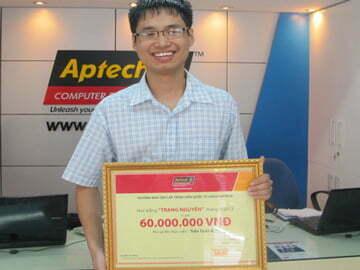 Bảng vàng đã được trao cho tân Trạng Nguyên Hanoi-Aptech