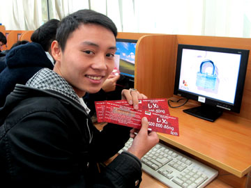 Hanoi-Aptech: Lì xì sớm cho học viên trước kỳ nghỉ tết