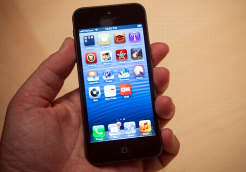 """Read more about the article iPhone 5 với những tin đồn """"hot"""" nhất"""