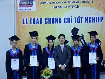 Read more about the article Hanoi-Aptech: Trao hơn 80 chứng chỉ cho học viên tốt nghiệp ACNA Advanced