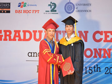 Cựu sinh viên Hanoi-Aptech trong lễ tốt nghiệp chương trình chuyển tiếp ĐH FPT – Greenwich