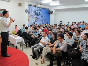 Read more about the article Hanoi – Aptech trao 327 bằng cho học viên tốt nghiệp hệ đào tạo Aptech