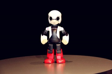 nhat-ban-phong-thanh-cong-robot-ho-tro-nhung-nguoi-co-don-vao-khong-gian-hanoi-aptech
