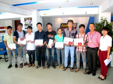 Hanoi-Aptech chung vui cùng những người thắng giải số cuối Khám phá ô chữ CNTT