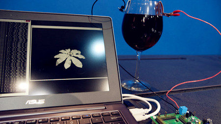 """Intel """"ra mắt"""" cách gia tăng công suất vi xử lý từ rượu vang đỏ-1"""