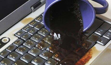 """Read more about the article Cách """"cấp cứu"""" cho laptop khi bị nước vào"""