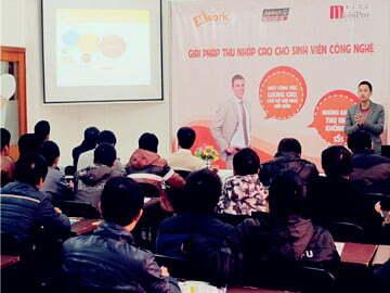 """Sôi động ngày hội """"mWork – Giải pháp thu nhập cao cho sinh viên công nghệ"""" tại Hanoi- Aptech"""