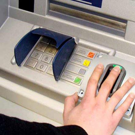 Eximbank sử dụng công nghệ vân tay khi rút tiền tại Việt Nam-1