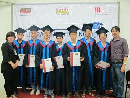Hanoi – Aptech trao bằng cho hơn 40 học viên tốt nghiệp -4