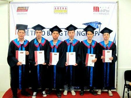 Hanoi – Aptech trao bằng cho hơn 40 học viên tốt nghiệp -8