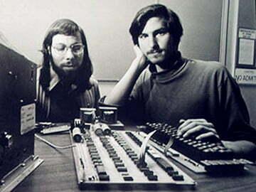 """Read more about the article Những nhân viên """"đầu tiên"""" của Apple, họ là ai?"""