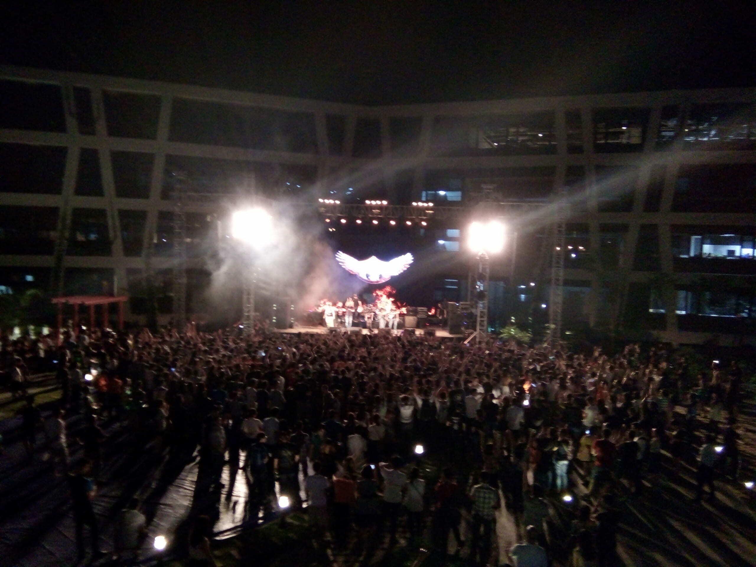 Sinh viên Hanoi-Aptech hòa mình cùng ROCKFEST 2017