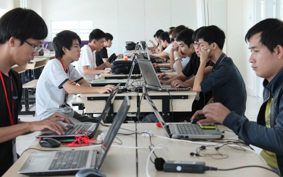 """Read more about the article Hậu covid-19: """"Khát"""" nhân lực công nghệ thông tin"""