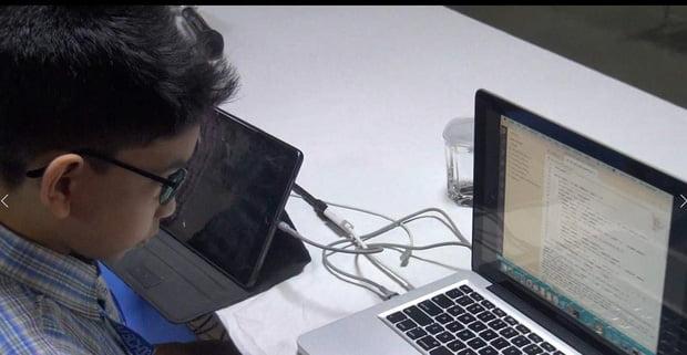 Read more about the article Cậu bé 6 tuổi thành lập trình viên trẻ nhất thế giới